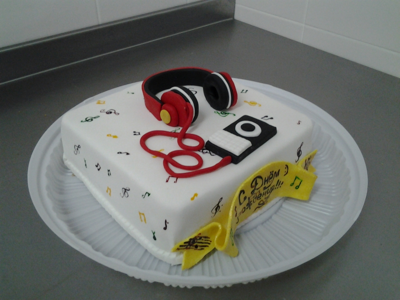 Торт в форме телефоны или радио фото